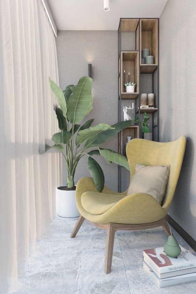 Uma poltrona confortável para curtir a vista da varanda