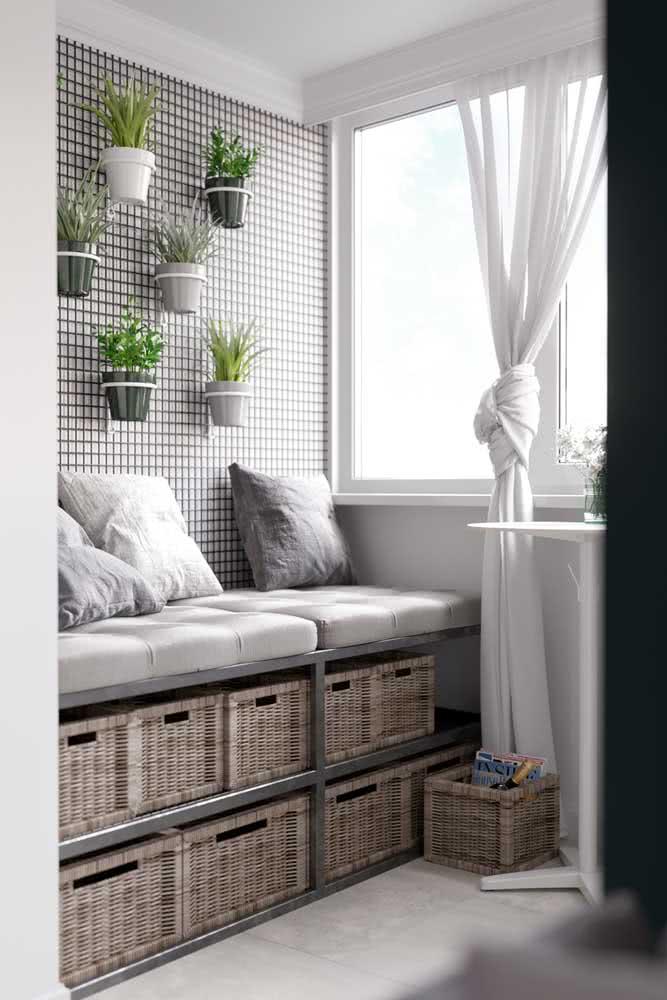 Móvel para varanda adaptado para a altura do parapeito