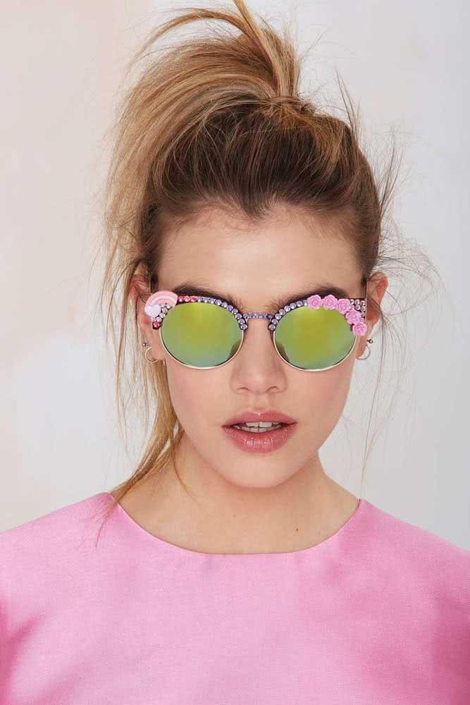 Presente para menina 15 anos: um óculos de sol com muito estilo