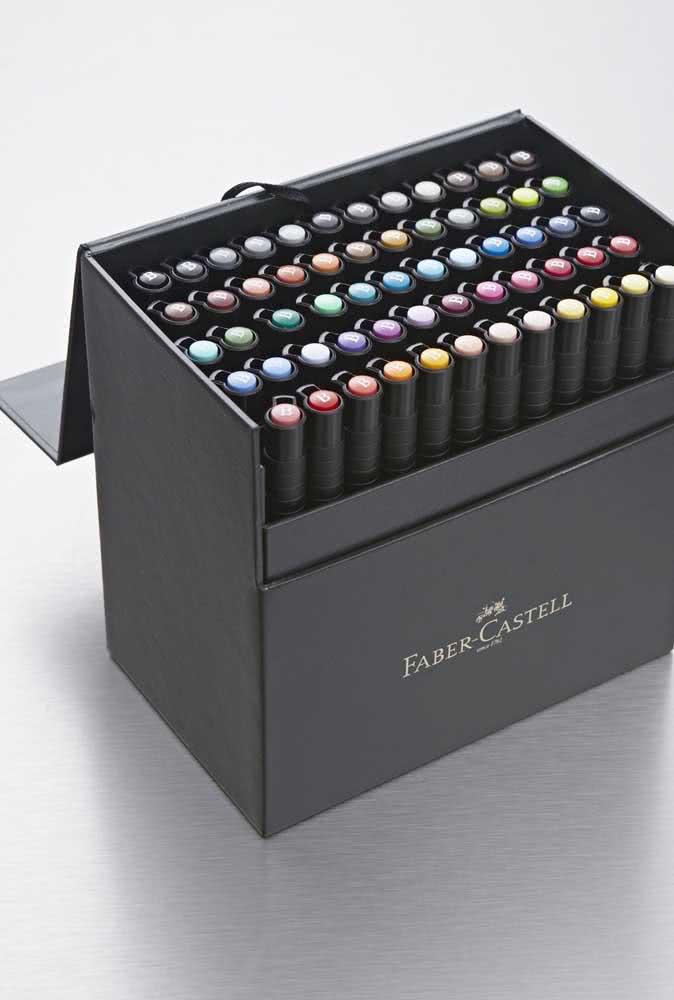 Para os jovens desenhistas uma super caixa de lápis de cor