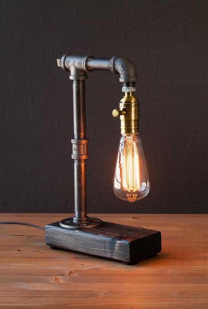 Ou se preferir, presenteie com uma luminária cheia de estilo