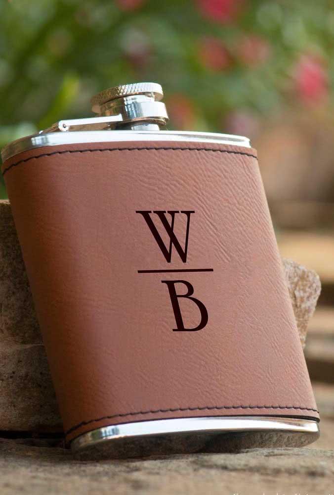 Garrafinha de whisky personalizada