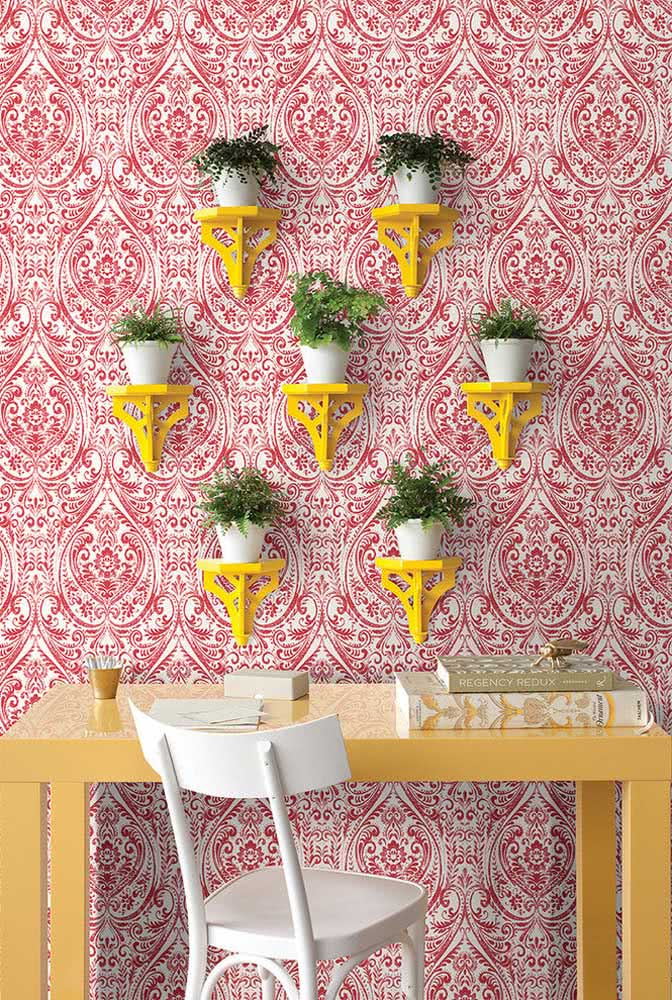 Resolva a decoração indiana apenas com papel de parede