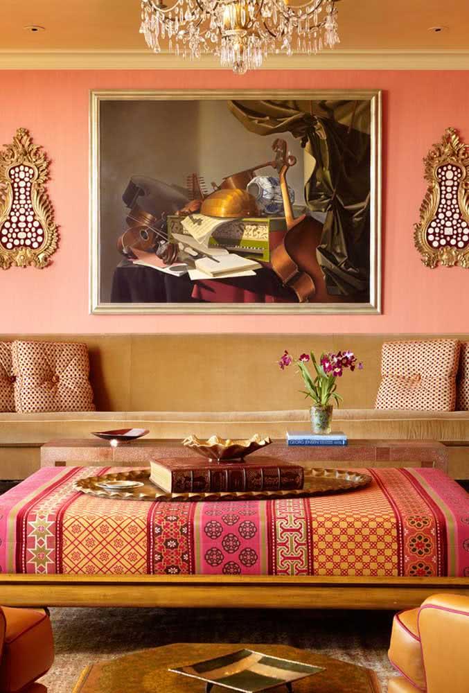 Tons quentes e terrosos são o marco dessa sala em estilo indiano