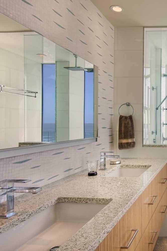 Pia de granito dupla para um banheiro charmoso e elegante