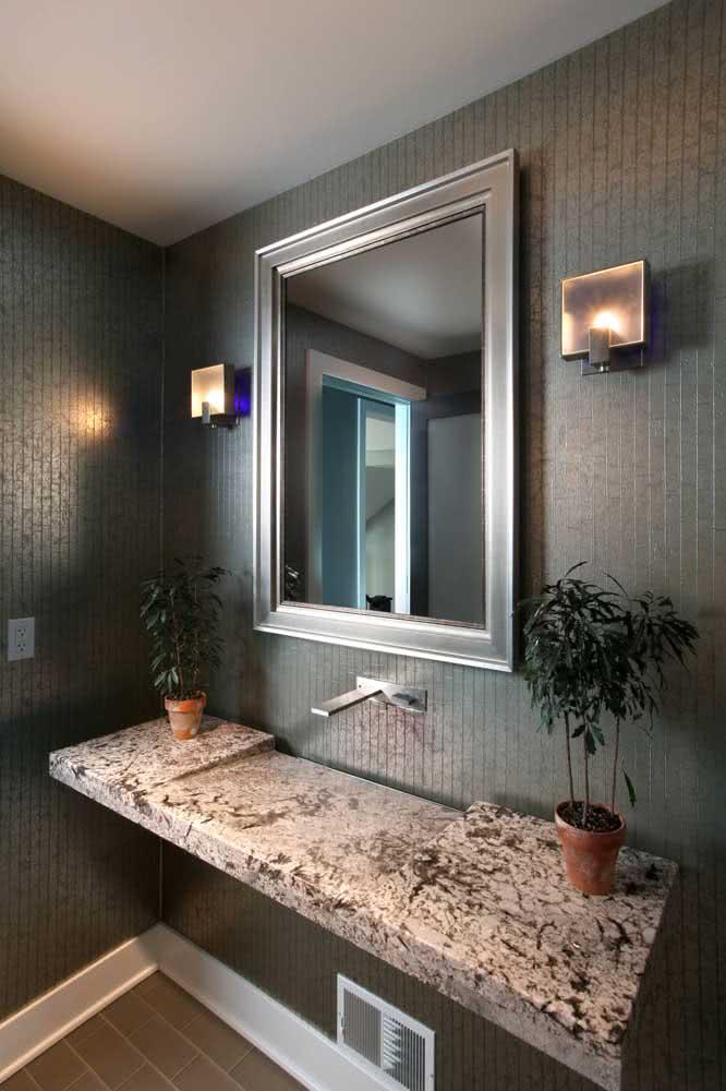 Pia de granito esculpida: o destaque desse banheiro