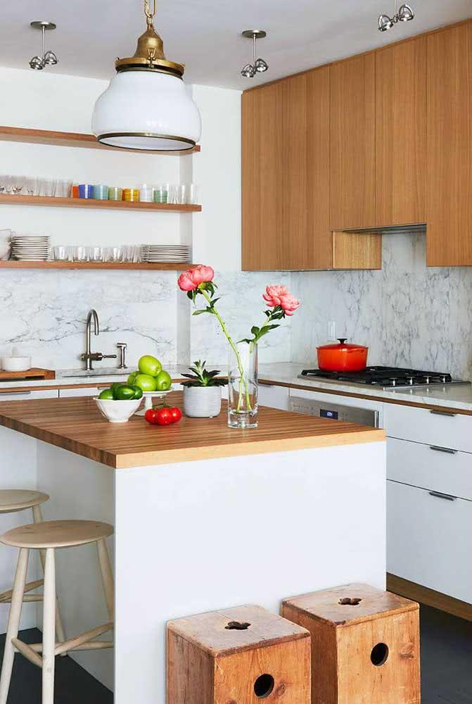 Uma cozinha sob medida moderna, mas com elementos clássicos