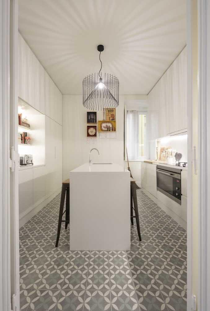 Branco para ampliar e iluminar a cozinha