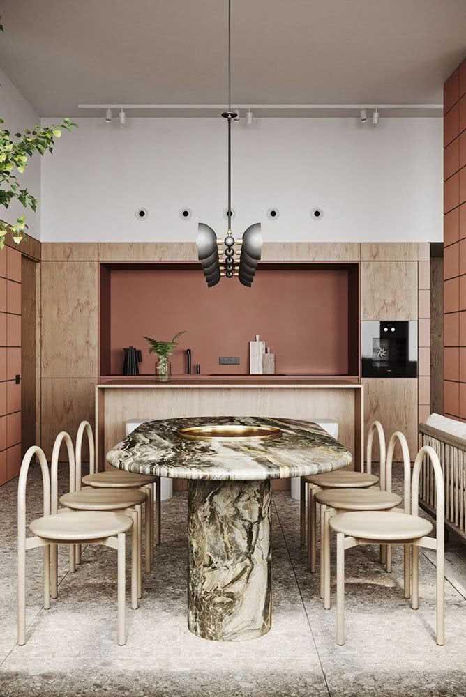 Já aqui, o destaque vai para a mesa de jantar de mármore