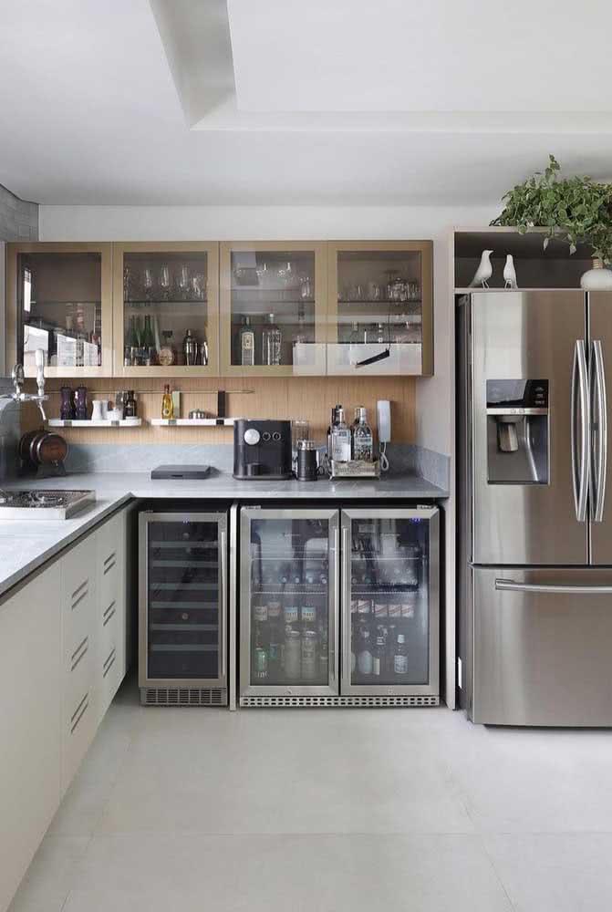 Vidro para trazer transparência e ampliar a cozinha
