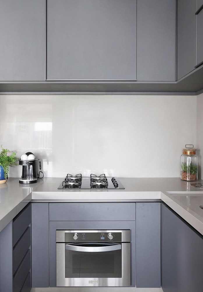 Os eletros embutidos garantem um visual moderno e clean para cozinha