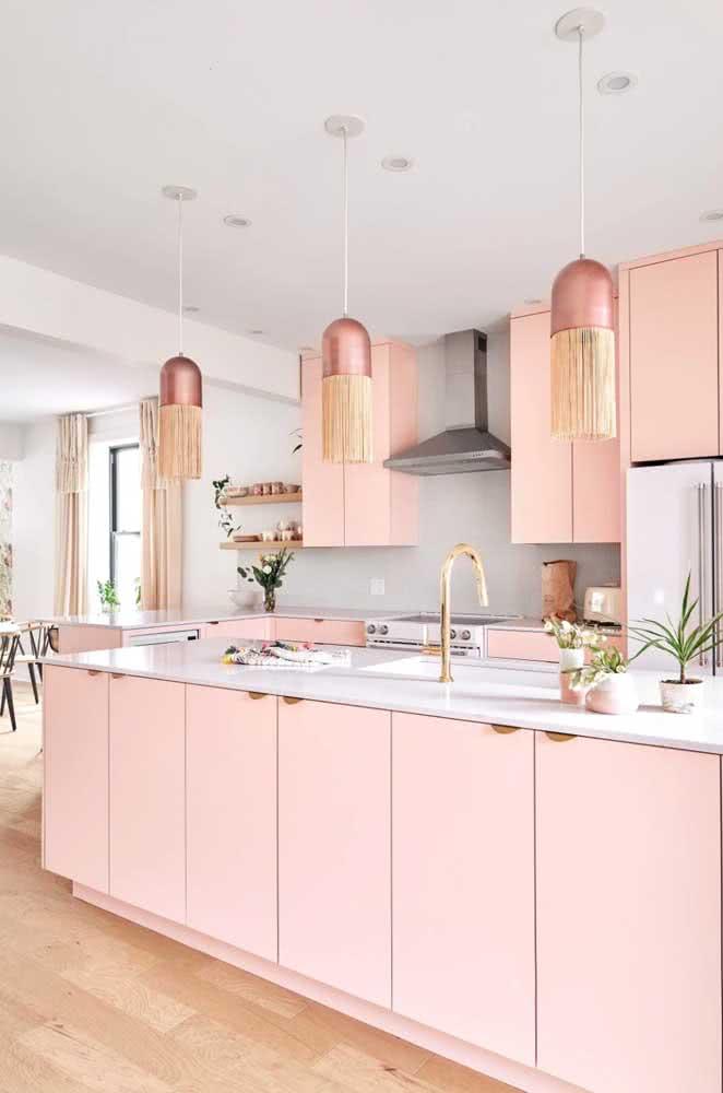 Já pensou ter uma cozinha cor de rosa? Olha que sonho!