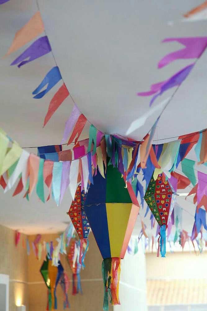 Balão de festa junina de papel colorido. Pode ser liso, estampado ou os dois para ficar ainda melhor!