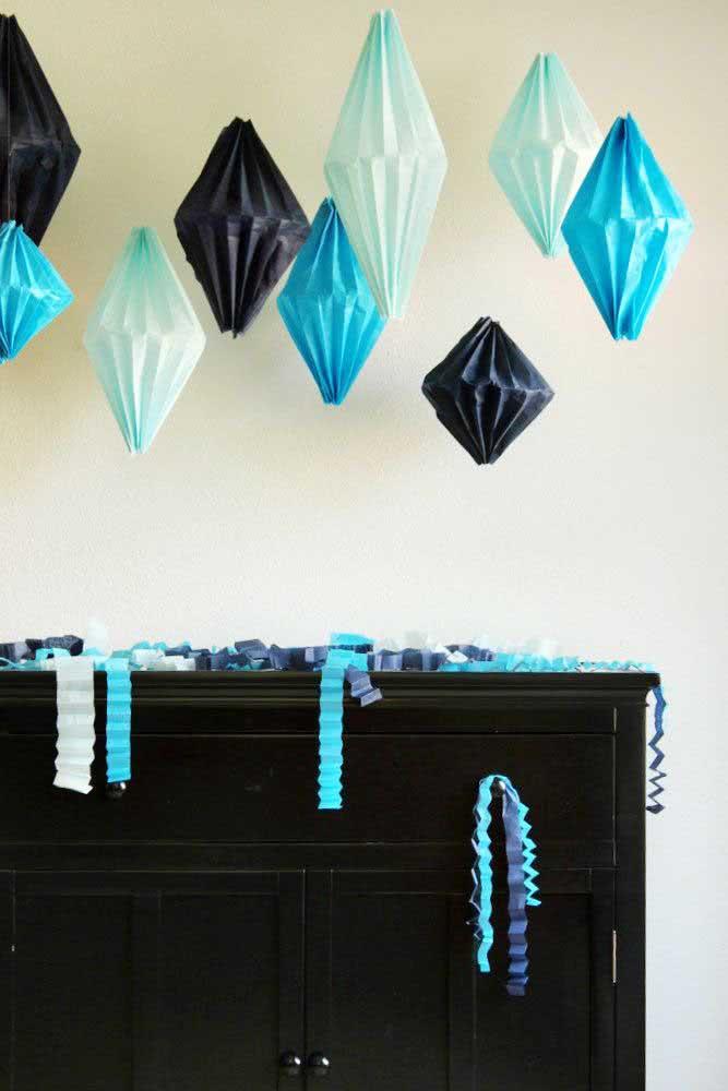 Três cores nada convencionais para os balões juninos: azul, preto e branco