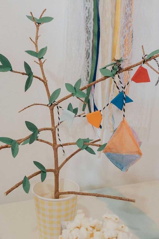 Já esses mini balões são de feltro seguindo o modelo das bandeirinhas