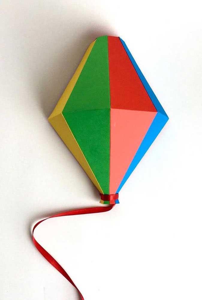 Balão junino em cores variadas para combinar com a alegria da festa