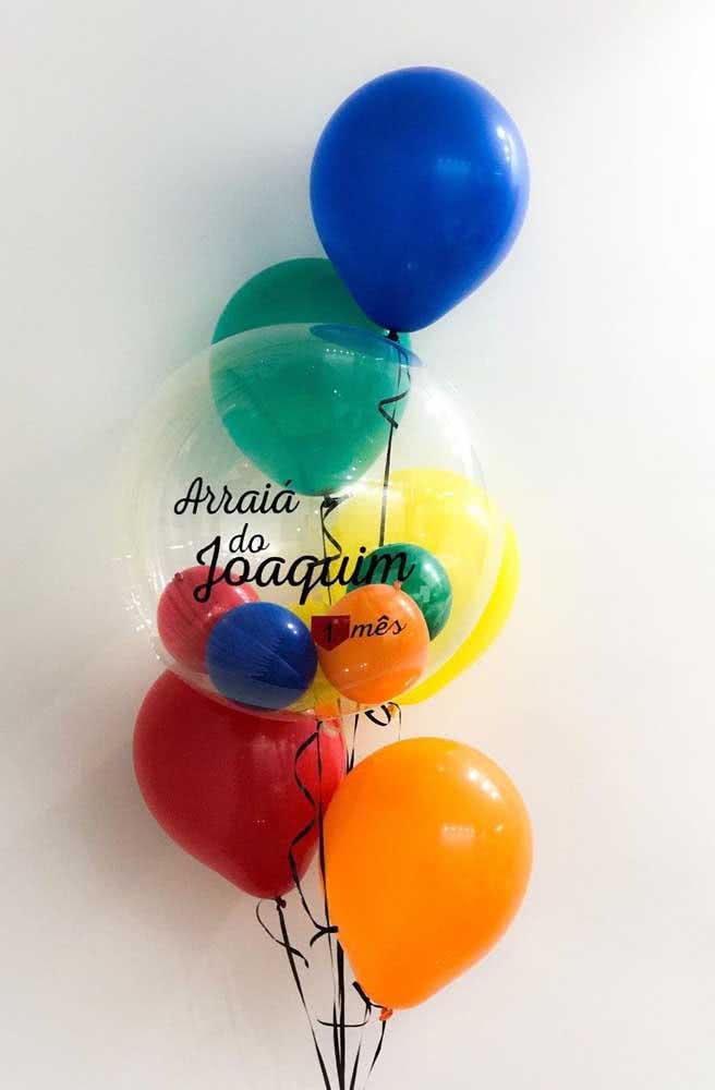 Balões coloridos para a festa de aniversário com o tema junino