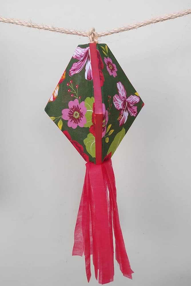 Uma ideia simples e linda: balão de festa junina com tecido de chita