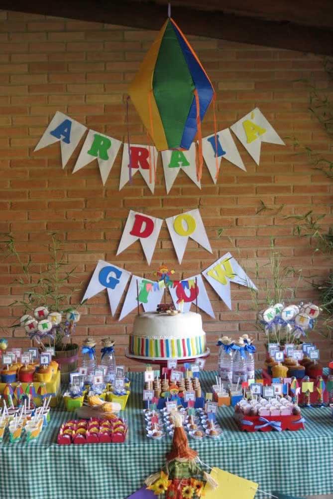 Balão de festa junina grande para ser o destaque do arraiá