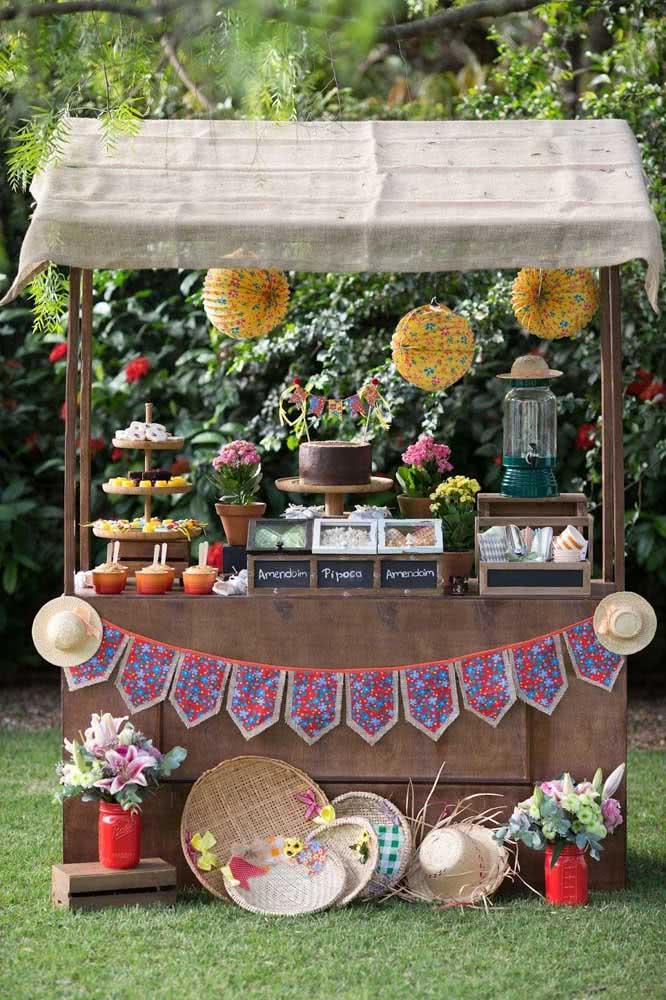 A barraquinha de festa junina já está pronta para receber os convidados