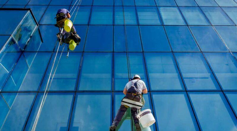 Limpeza de fachada: técnicas, cuidados e dicas antes de contratar