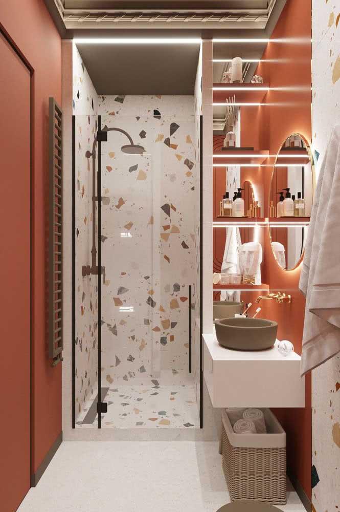 Banheiro branco? Inove com a cor Living Coral