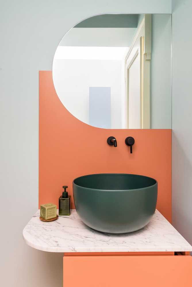 Pintura coral no banheiro só pra dar aquela diferenciada