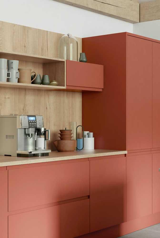 Vai planejar a cozinha? Considere a cor Coral para os armários