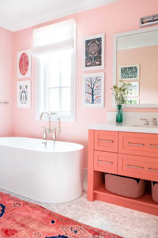 E o que acha de um banheiro todo decorado na cor Coral?