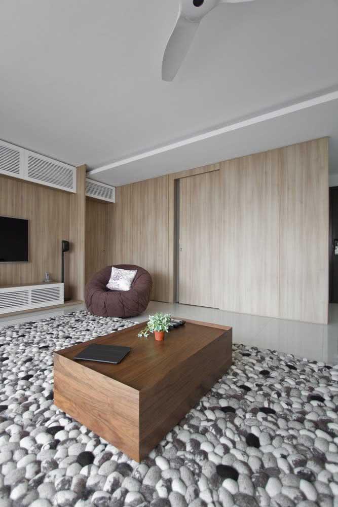 Um tapete de seixos para sala de estar. Viu só quantas possibilidades essa pedrinha traz?
