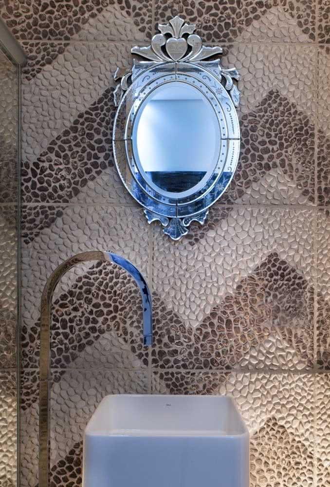 Você pode até criar padrões de desenhos com os seixos, assim como foi feito nesse banheiro