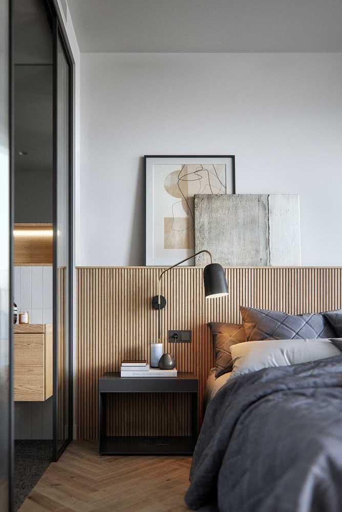 Faça da cabeceira da cama a sua prateleira para quadros