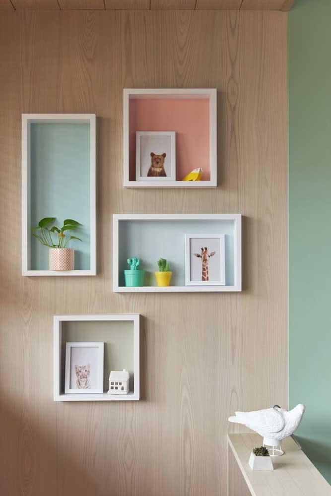 Já aqui, as prateleiras ganham status de nicho e servem para decorar o quarto infantil