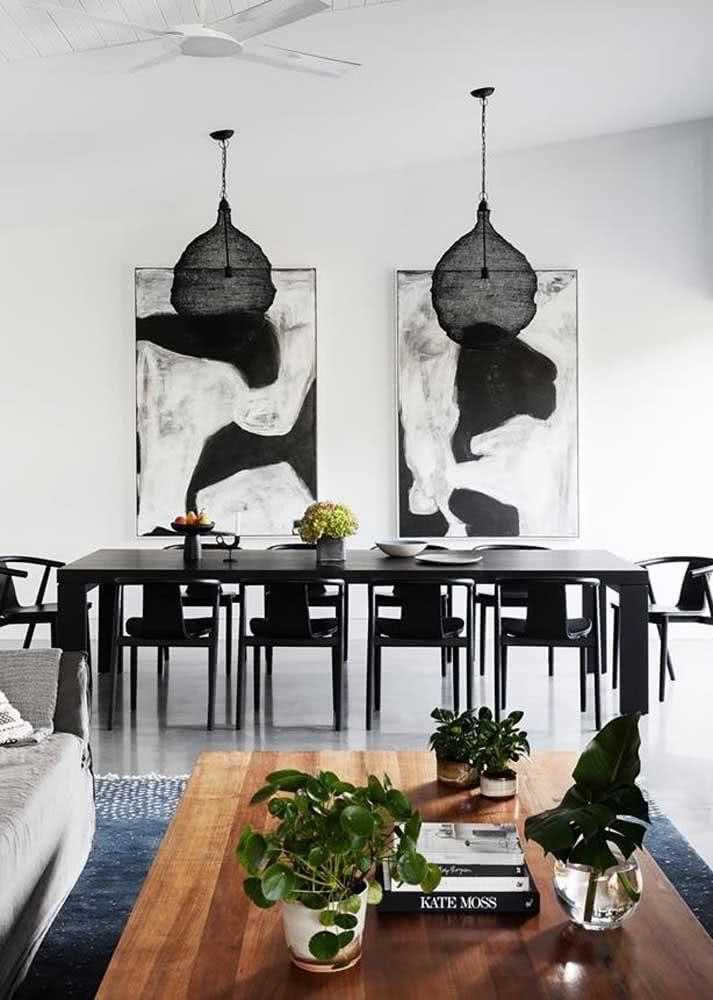 Sala de jantar grande e moderna decorada em branco e preto