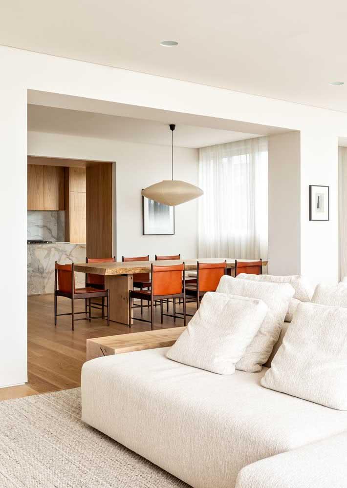 Mesa de jantar retangular para acompanhar o formato da sala