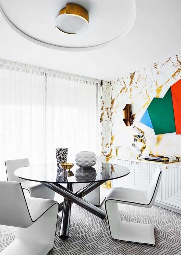 Peças com design são o diferencial dessa sala de jantar grande