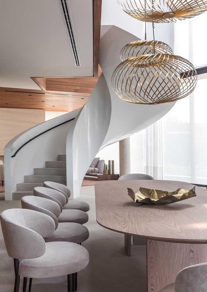 Sala de jantar grande de luxo com peças sob medida