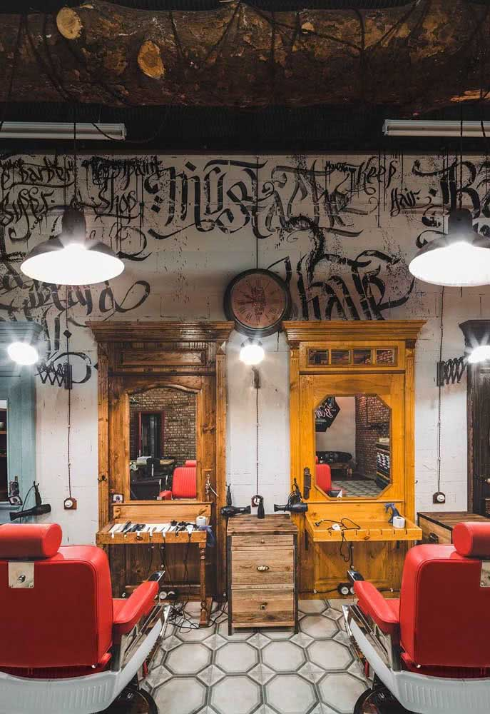 O moderno e o rustico se encontram nessa decoração de barbearia