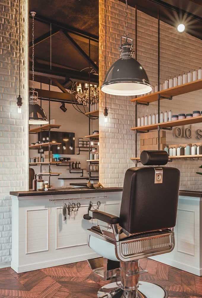 Balcão sob medida para os acessórios de barbeiro
