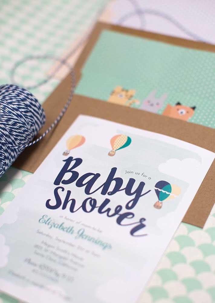 Já este modelo, aposta em ilustrações de animaizinhos e balões com chá de bebê masculino com tons de azul.