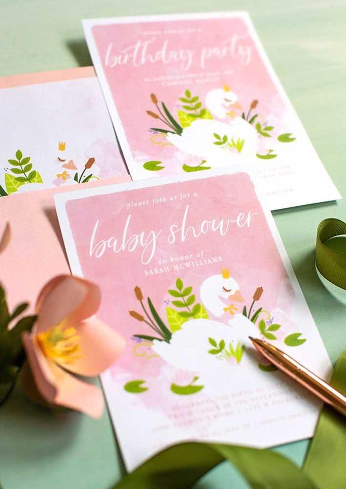 Convite com ilustração de cisne na cor rosa.