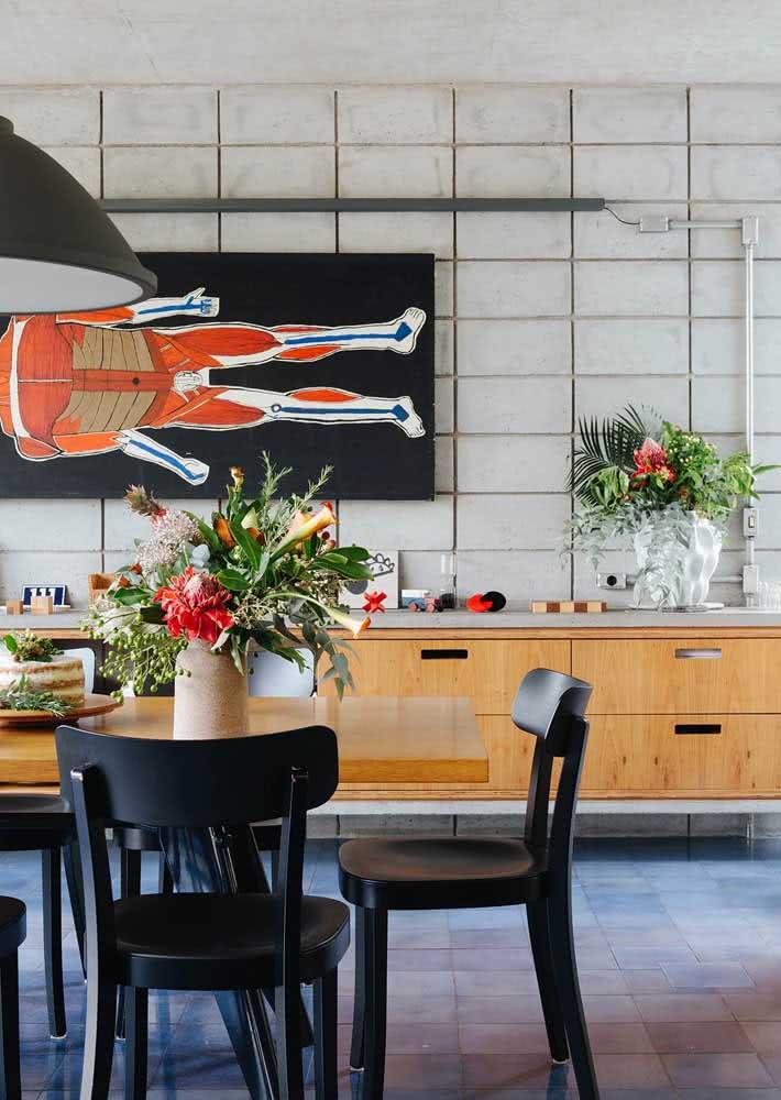 Blocos de concreto aparente em ambiente de sala de estar.