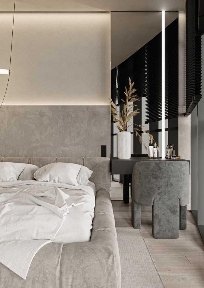 Projeto de quarto de casal com parede de concreto na parte traseira da cama.