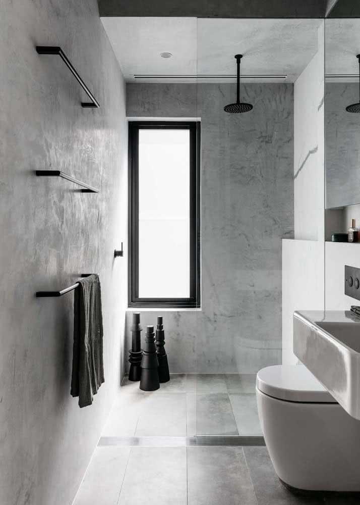 Banheiro com concreto aparente.