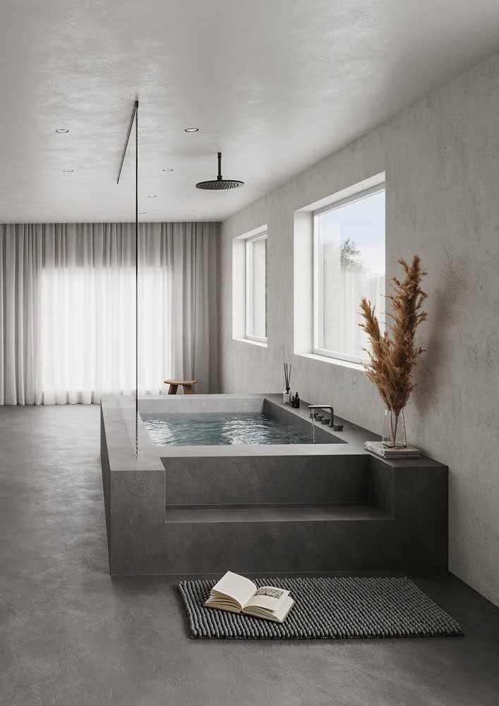 Área de banho com piso de cimento queimado.