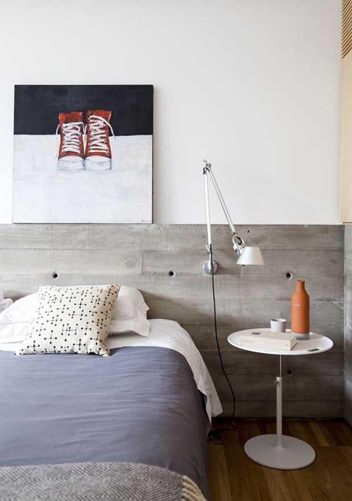 Projeto de. quarto de casal com parede de cimento queimado.
