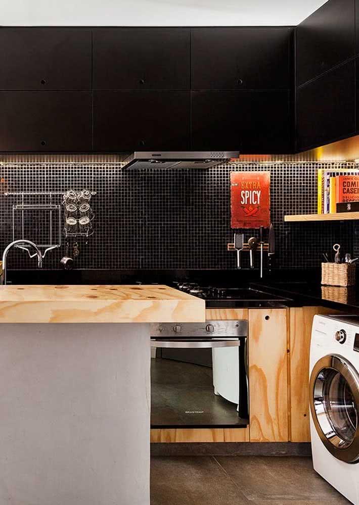 Bancada de cozinha com granito preto absoluto.