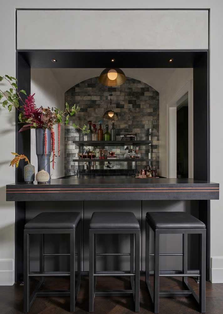 Espaço de bar com granito preto absoluto.