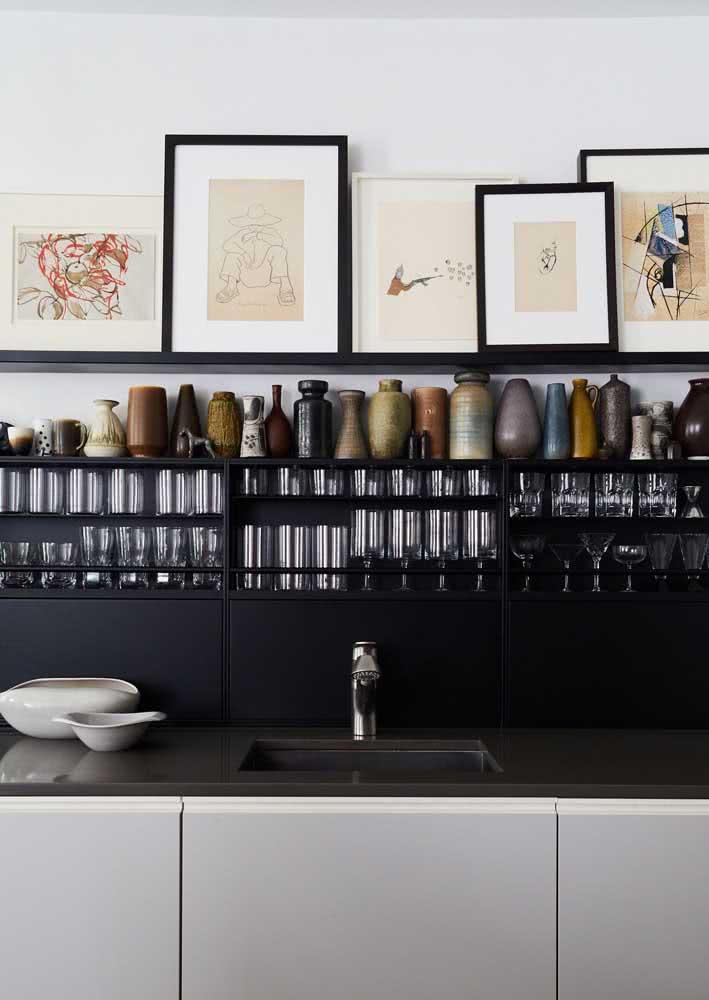 Bancada de cozinha moderna com granito preto absoluto.