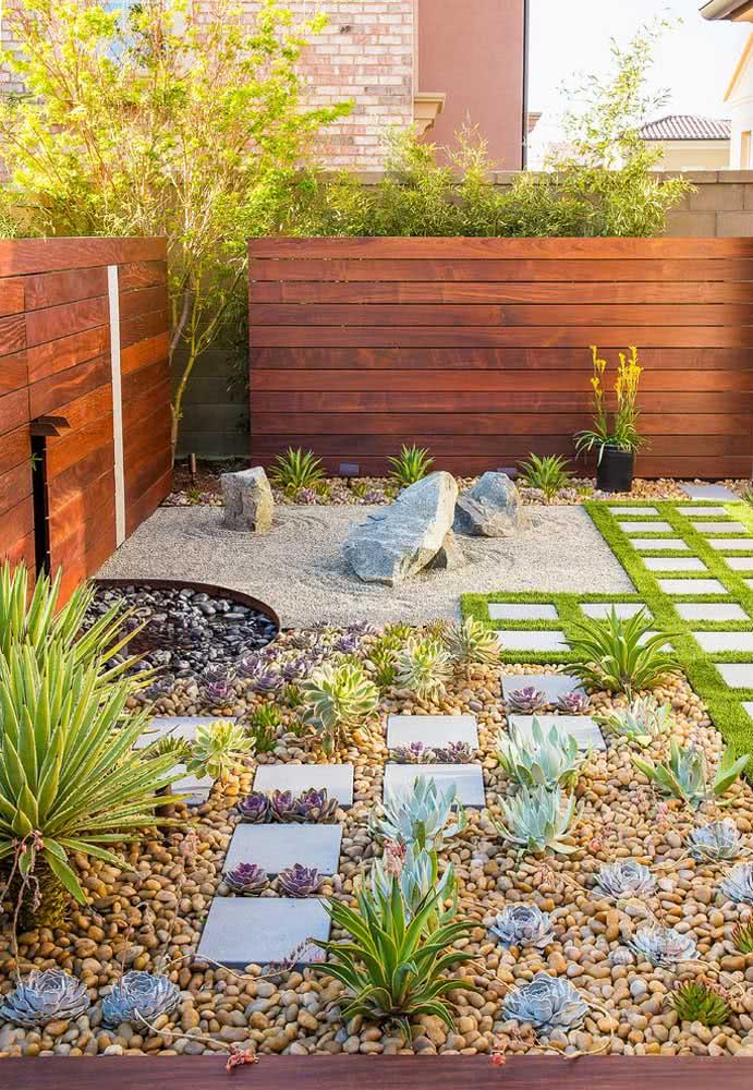 Outra ideia é a combinação de diferentes tipos de pedras para compor o seu jardim.